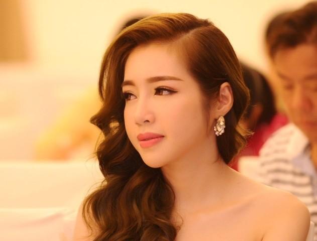 Elly Trần làm đại sứ ngày hội khinh khí cầu