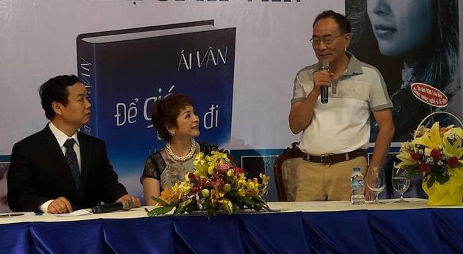 Ra mắt hồi ký của ca sĩ Ái Vân với 8.808 từ bị xóa trắng