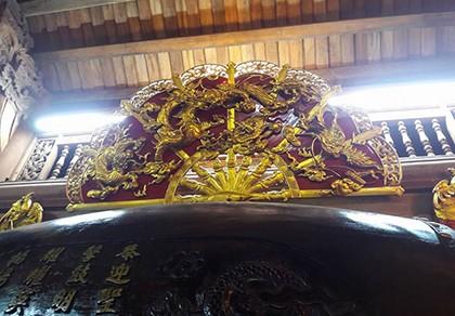 Chi tiết sự rực rỡ, đắt tiền khắp nơi ở nhà thờ Tổ của Hoài Linh