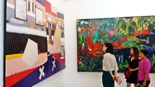 Góc nhìn trái ngược trong triển lãm tranh người và thú