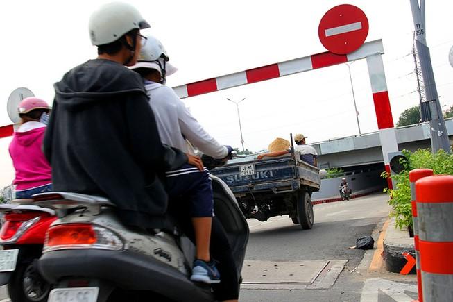 TP.HCM: Khổ sở khi qua hầm cầu Điện Biên Phủ