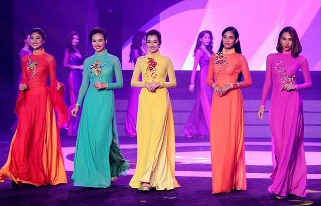 Dàn người đẹp Việt khoe dáng trong 'Chào tuổi 30' báo Thanh Niên