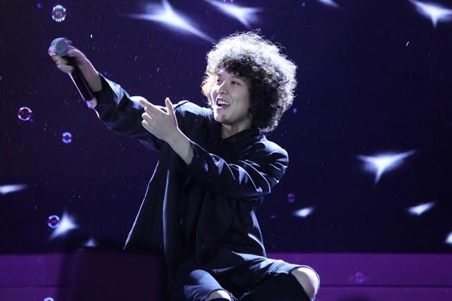 Ca sĩ 'Vì tôi còn sống' thắng lớn tại Zing Music Awards 2015