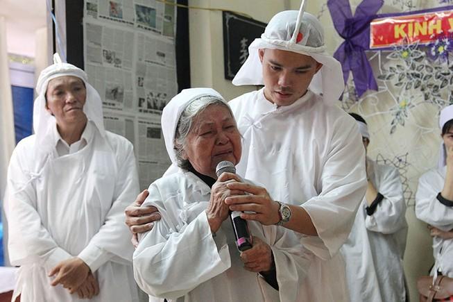 Vợ GS Lý Chánh Trung: 'Tôi làm hết bổn phận rồi sẽ theo ông'