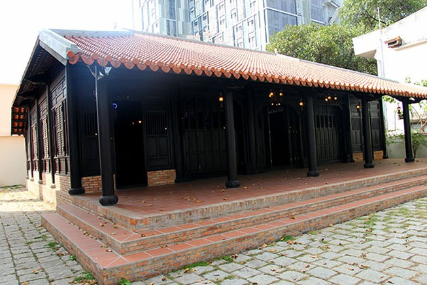 Cận cảnh ngôi nhà cổ hơn 200 tuổi giữa lòng thành phố