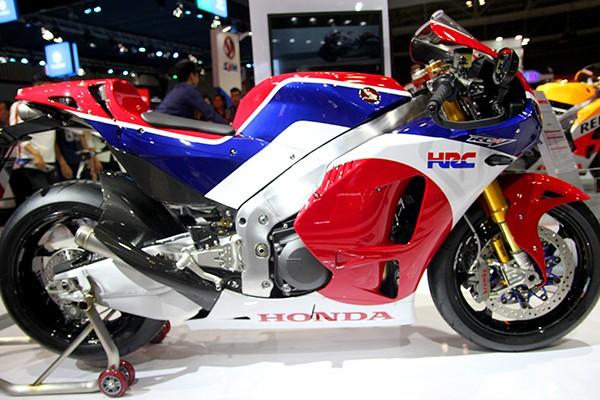 Siêu mô tô giá 5,5 tỉ đồng gây 'bão' tại Vietnam Motorcycle Show