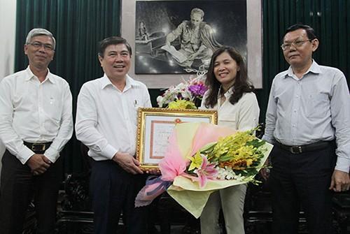 UBND TP khen thưởng nóng phóng viên đưa tin vụ quán cà phê Xin Chào