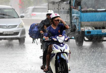 Cơn mưa 'vàng' thứ hai giải nhiệt cho Sài Gòn