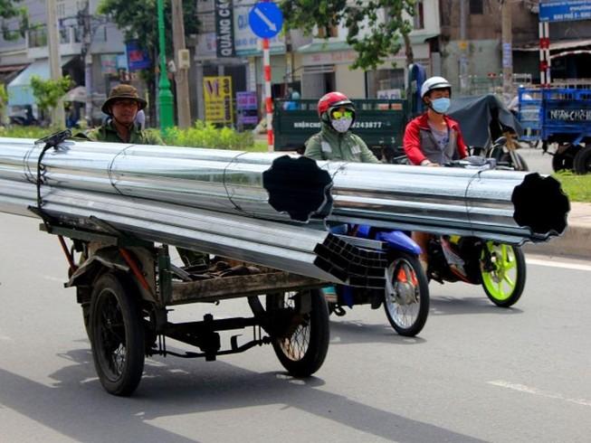 Xe chở tôn nhan nhản mọi nẻo đường