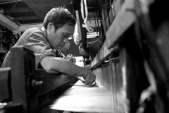 Gia đình hơn 50 năm giữ nghề dệt vải bằng khung gỗ