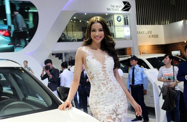 Phạm Hương cùng dàn người đẹp đọ dáng tại VIMS 2016