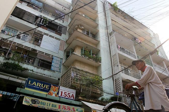 Cận cảnh chung cư ở phố Tây buộc phải di dời khẩn cấp