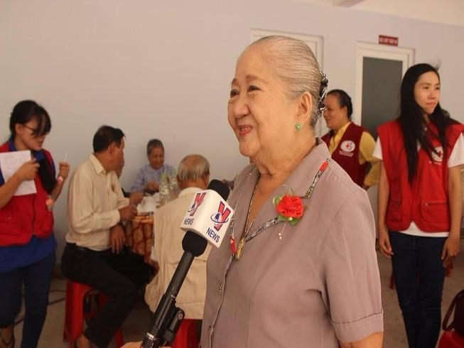 Nghệ sĩ Thiên Kim ấm lòng với 'bữa cơm người già'