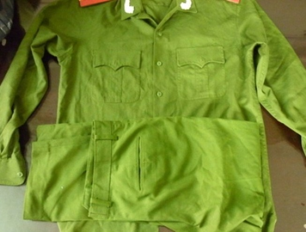 'Trùm' bán xe gian trữ quân phục công an để... bán kiếm lời