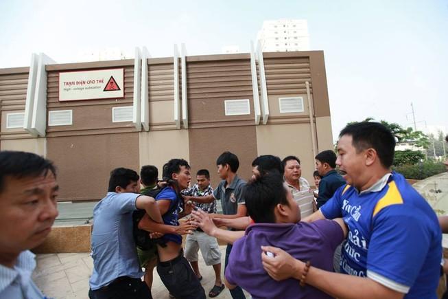 TP.HCM: Cư dân chung cư lại bị tấn công đổ máu