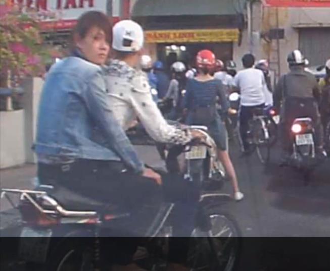 Cặp nam nữ cướp giật bị camera hành trình quay rõ được hình dáng, biển số xe