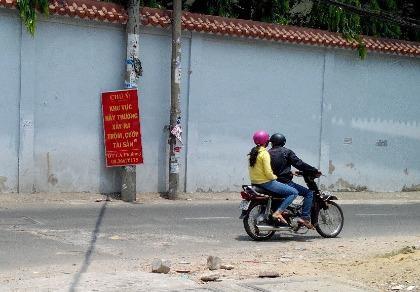 Lê Hoàng Anh Vũ và Nguyễn Văn Cường hai nghi can chuyên giết cướp xe ôm vừa bị công an Bình Tân bắt.