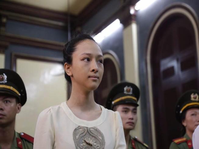 Hoa hậu Phương Nga khai hợp đồng tình ái trị giá 17 tỉ