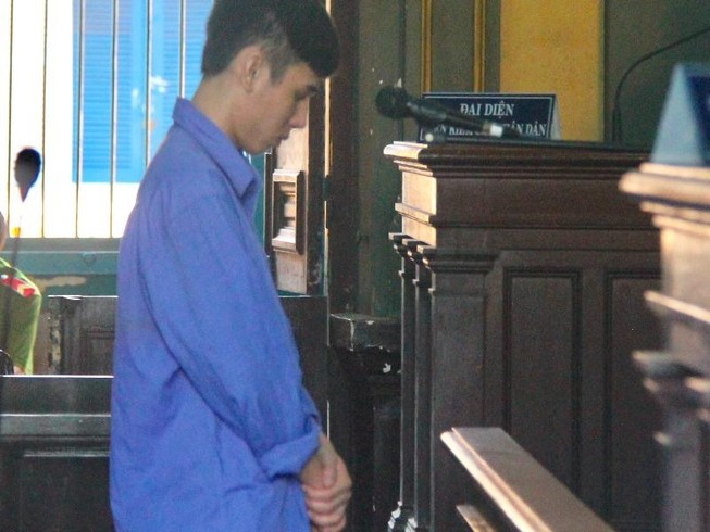9X giết người vì mất chiếc điện thoại 'cùi bắp'