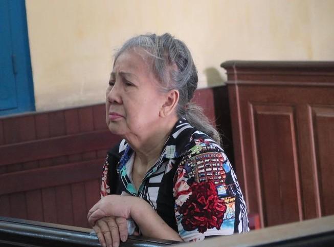 Cụ bà Việt kiều Úc thoát án tử 'giao lưu' với báo chí