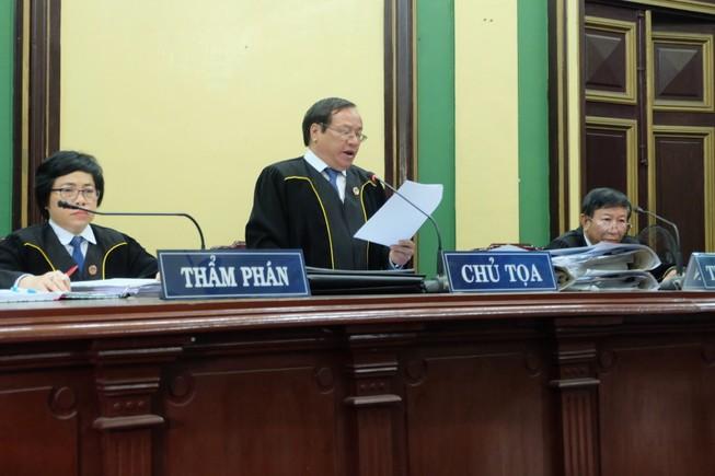 TP.HCM: Thẩm phán mặc áo thụng khi xét xử