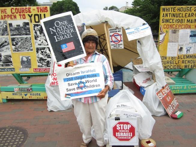 Người phụ nữ 35 năm biểu tình trước Nhà trắng qua đời