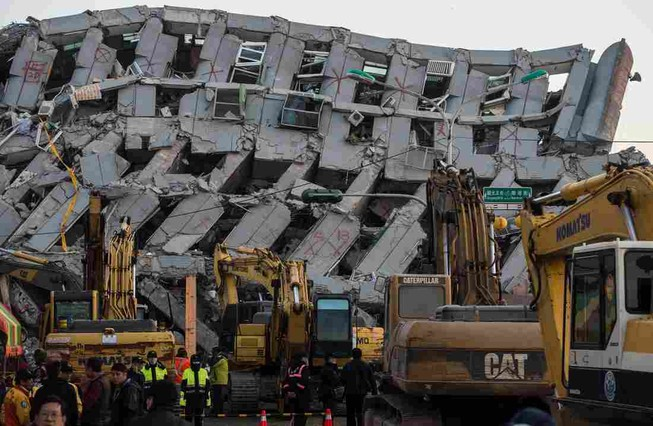 Bắt chủ đầu tư và hai kiến trúc sư tòa nhà bị sập sau động đất
