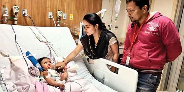 Bé bốn tháng tuổi sống sót qua hơn 20 cơn đau tim