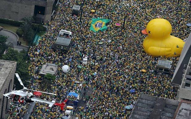 Siêu biểu tình lật đổ tổng thống Brazil