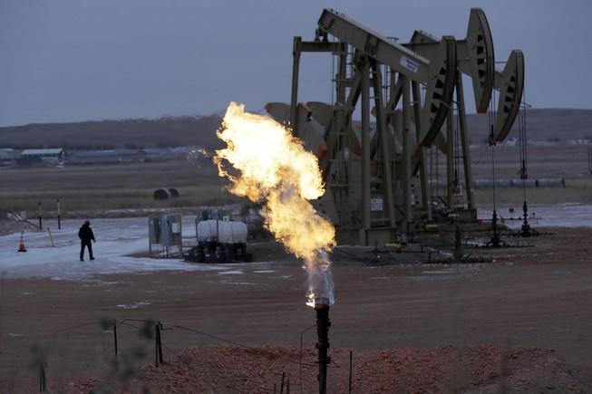 Giá dầu tăng trên 40 USD/thùng