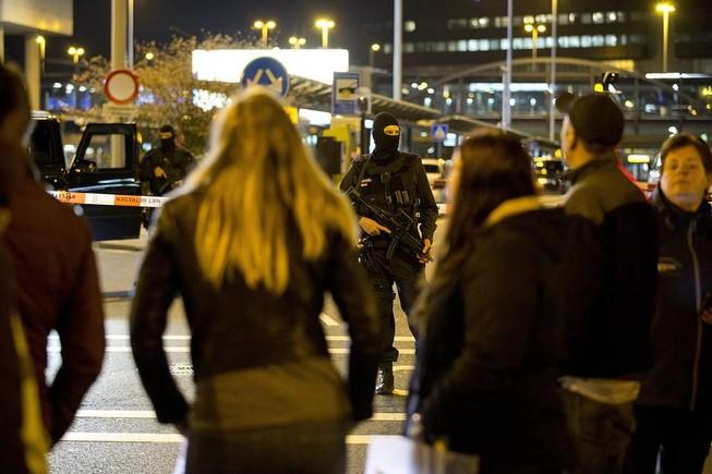 Hà Lan bắt một nghi phạm đánh bom sân bay Amsterdam