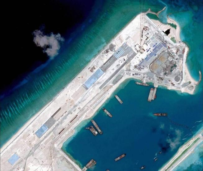 Mỹ phản đối Trung Quốc đưa máy bay chiến đấu ra đá Chữ Thập