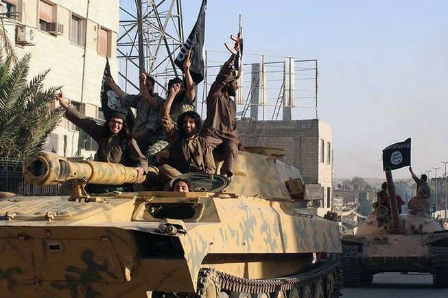 Liên quân không kích phá hủy khoảng 800 triệu USD của IS
