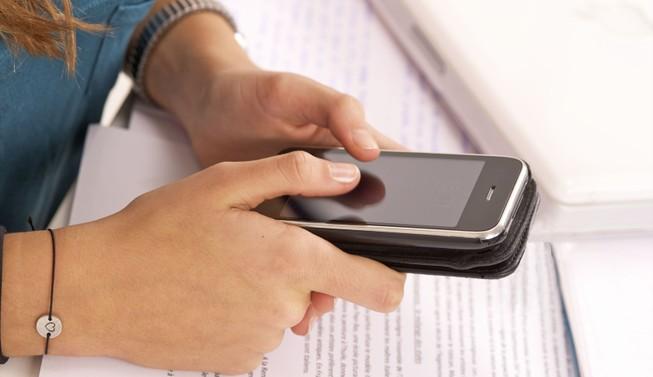 50% trẻ vị thành niên Mỹ ghiền điện thoại di động