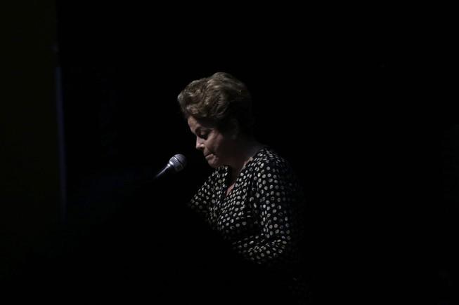 Tổng thống Brazil bị đình chỉ chức vụ và hầu tòa