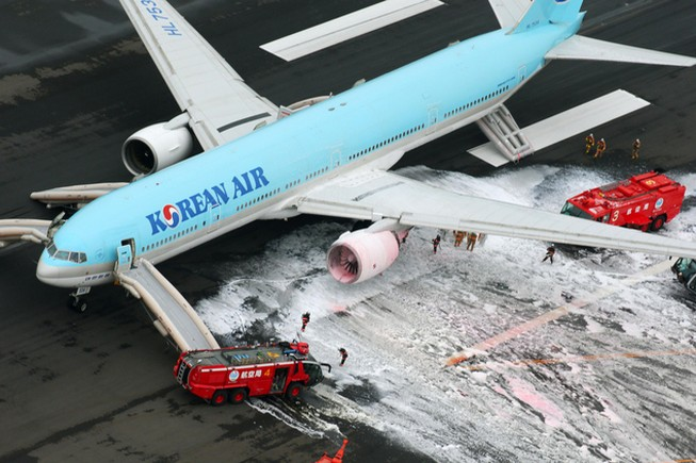 Máy bay chở 319 người bắt lửa ngay trước khi cất cánh