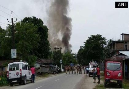 Xả súng ở chợ phiên Ấn Độ, 14 người chết