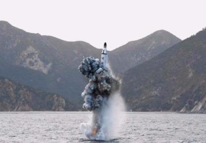 Triều Tiên phóng tên lửa đạn đạo từ tàu ngầm về hướng Nhật
