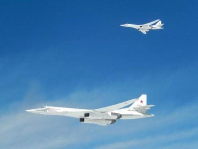 Máy bay NATO chặn đầu 2 máy bay ném bom Nga