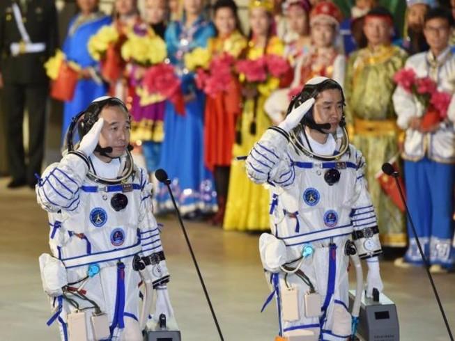 Trung Quốc phóng phi thuyền Thần Châu 11 vào vũ trụ