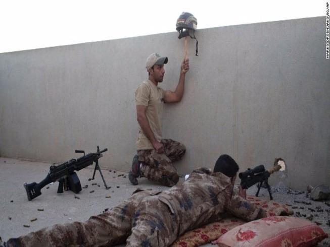 Quân Iraq giao tranh IS trên đường phố Mosul