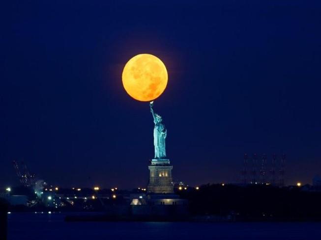 Siêu trăng lớn nhất 69 năm xuất hiện