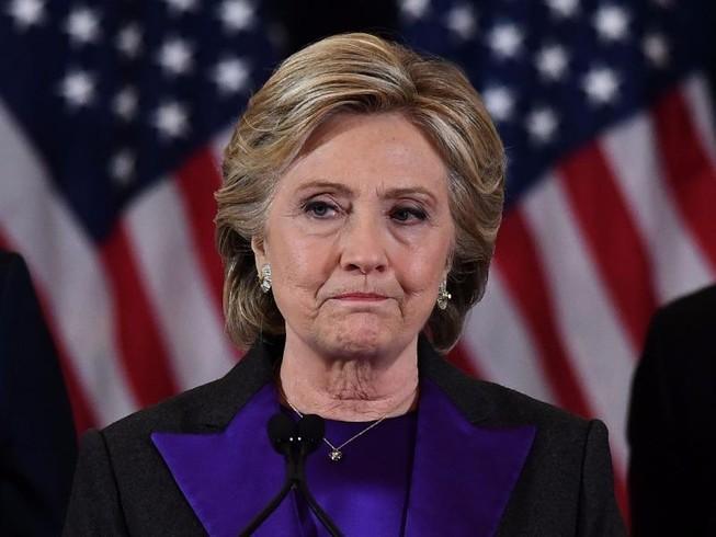 Bà Clinton là ứng viên đầu tiên nói xin lỗi khi thất cử