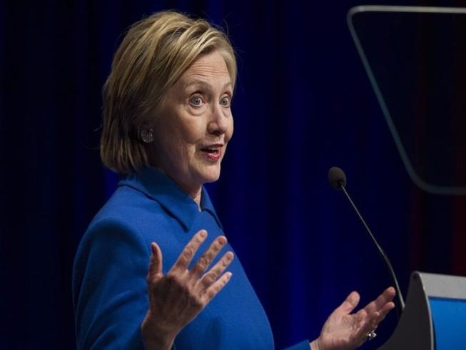 Bà Clinton xuất hiện sau thất bại