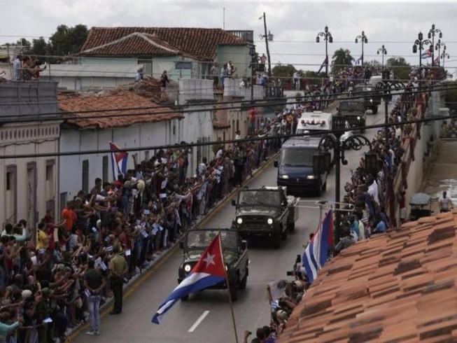 Di cốt Chủ tịch Fidel tiếp tục hành trình dọc đông Cuba
