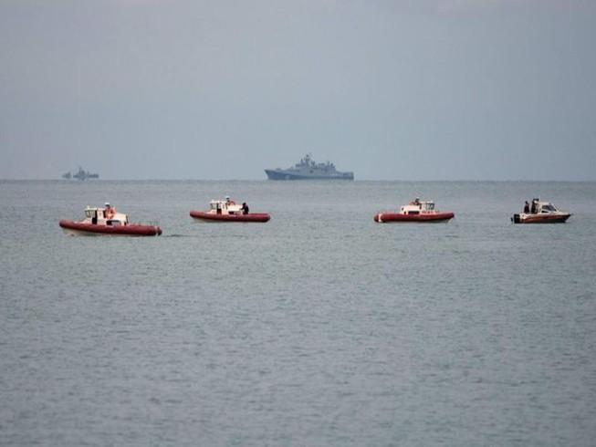 Tìm thấy mảnh vỡ máy bay Nga và xác người dưới biển Đen