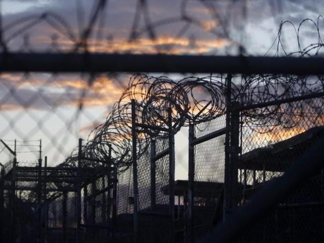 Obama thách thức Trump về tù nhân Guantanamo