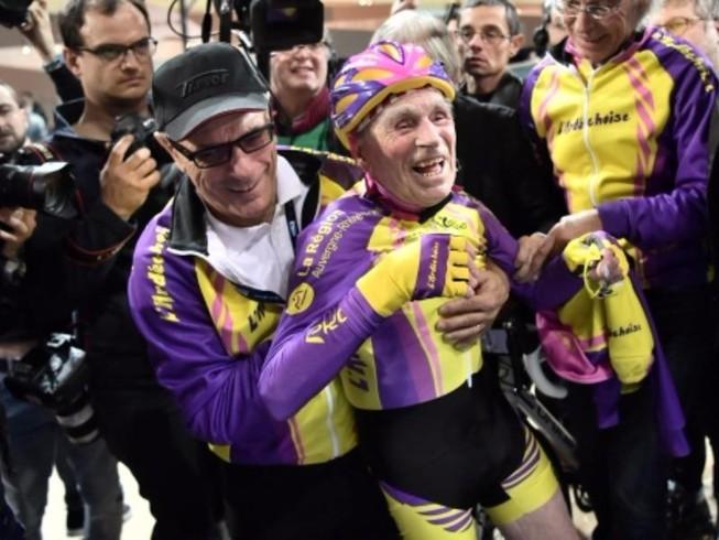 Cụ ông lập kỷ lục đi xe đạp ở tuổi 105
