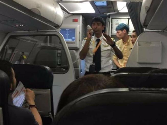 Máy bay Singapore đáp khẩn xuống Tân Sơn Nhất