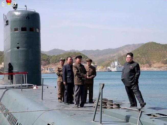 Triều Tiên hoàn thành xưởng đóng tàu ngầm 10.000 tấn
